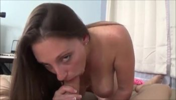 The pawnman was horny as a dog seeing this sexy girl